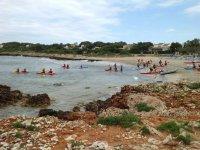 集中在水面上海滩皮划艇米诺卡