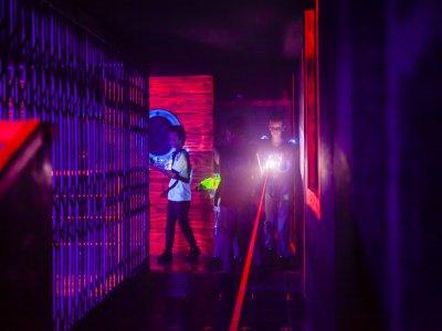 Partida de Laser Tag en Les Botigues de Sitges 20m