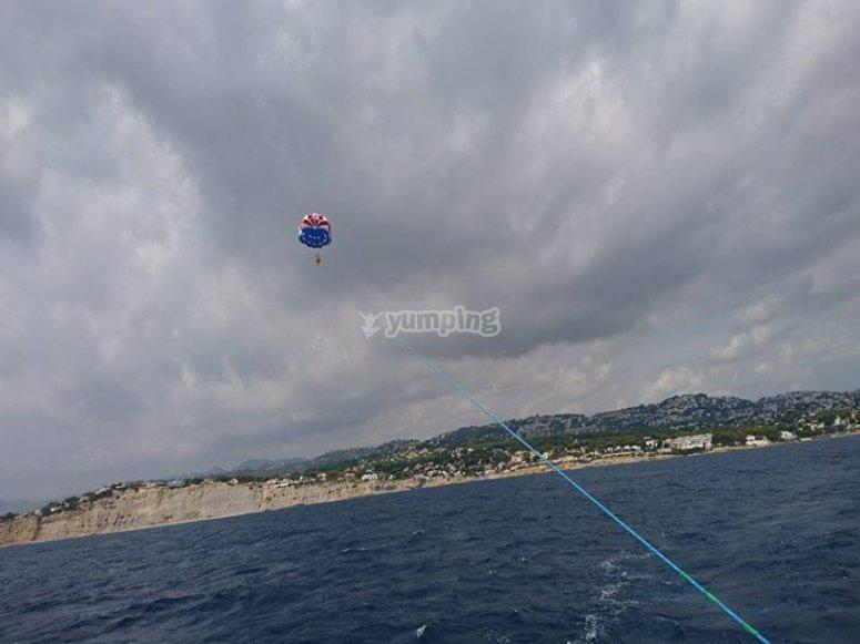 Volando en parasailing