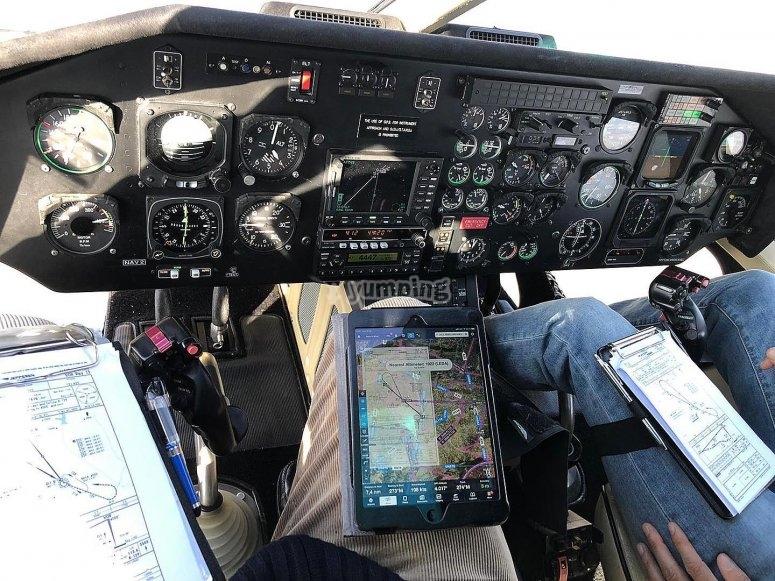 En la cabina del helicóptero durante el vuelo