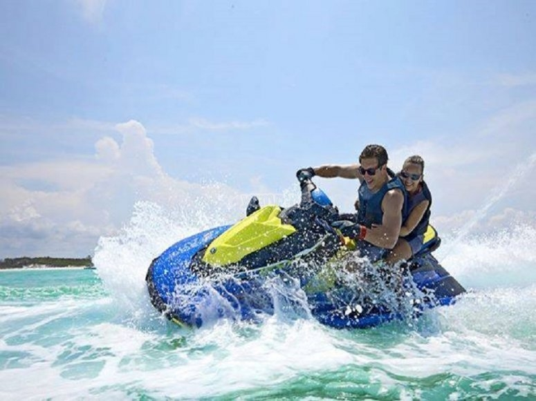 摩托艇旅行伊维萨岛
