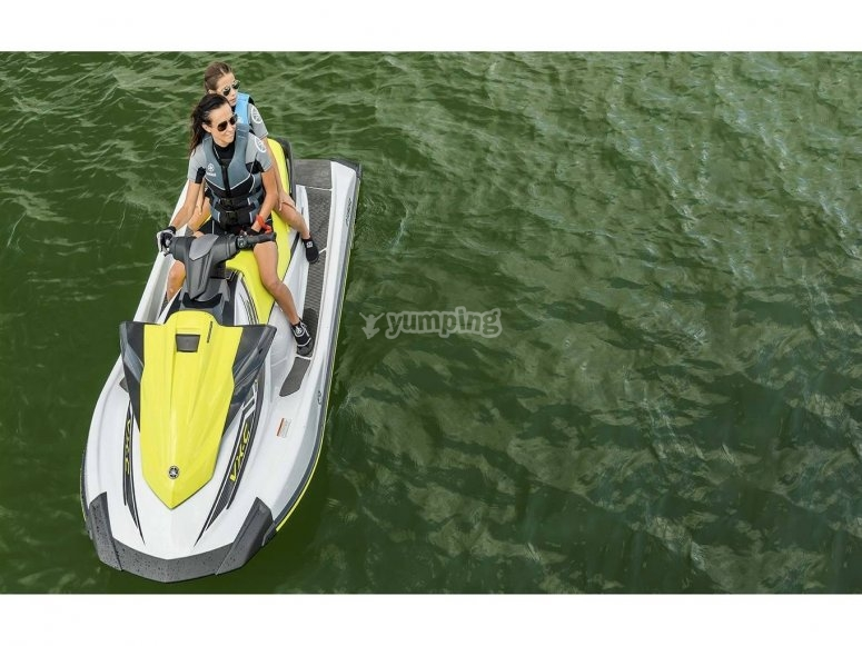 伊维萨岛水上摩托艇离开