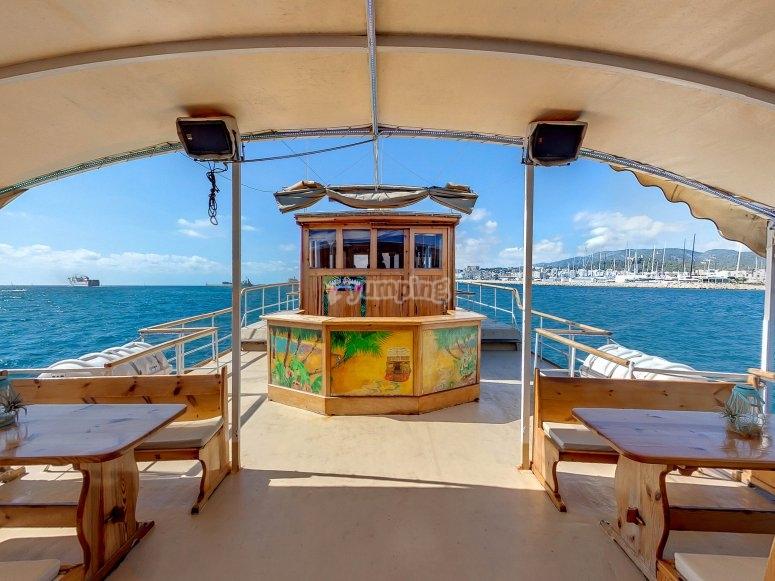 顶甲板船马略卡岛
