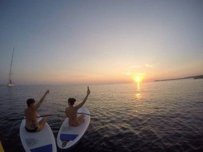 Atardecer romántico en paddle surf en Menorca