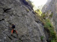 escalando pared