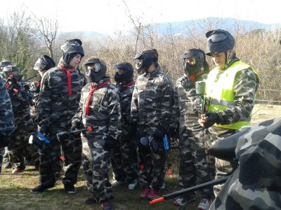 团队建设与彩弹射击在Caldes de Montbui