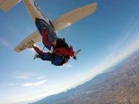 Saltando en la avioneta