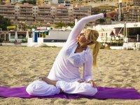 Yoga nella sabbia