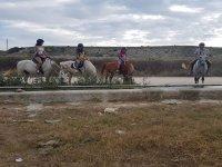 穿越加的斯乡村的骑马