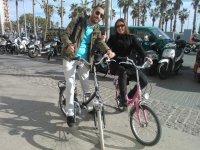 在巴塞罗那导游的自行车