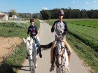 穿越赫罗纳的骑马