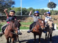 Peques in riding class