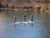 Grupo avanzado haciendo paddle