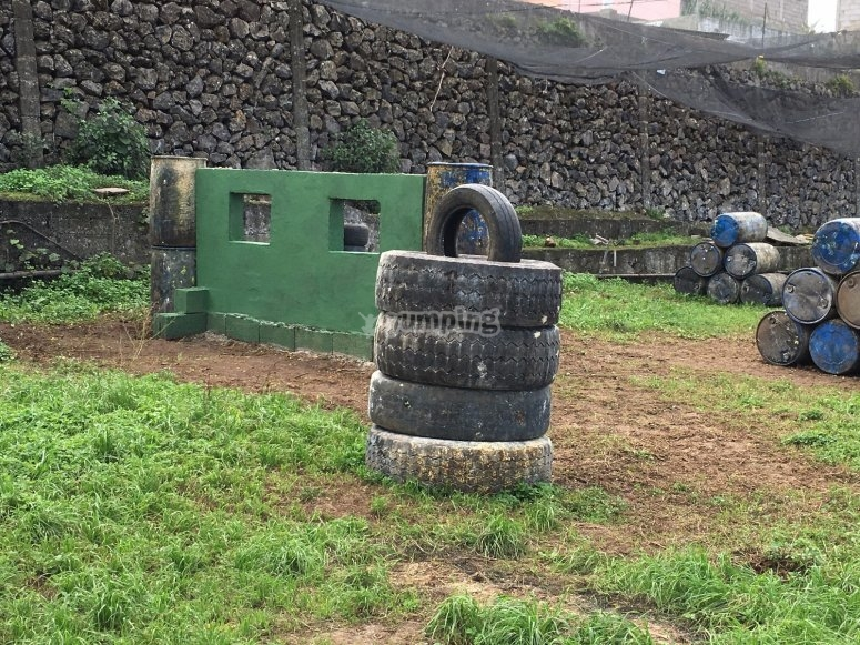 Elements to play paintball in La Orotava