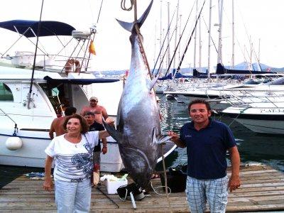 Tonno rosso di pesce nella pesca d'altura di Javea