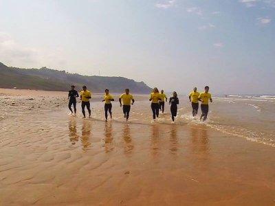 Campamento de surf puente de mayo en Ribadesella