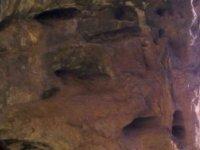 terreno rocoso de una cueva