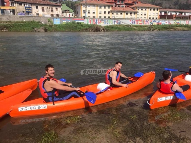 Friends in the canoe