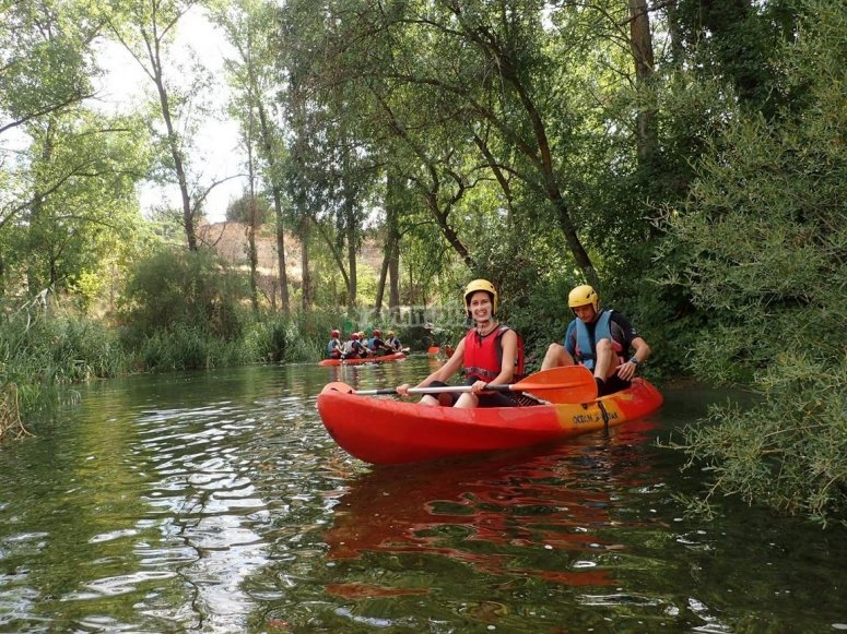 Open kayak en el rio