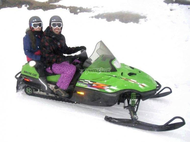 La pareja motera de las nieves