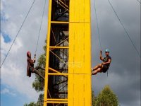 Escalando nuestro rocódromo de 12 metros.JPG