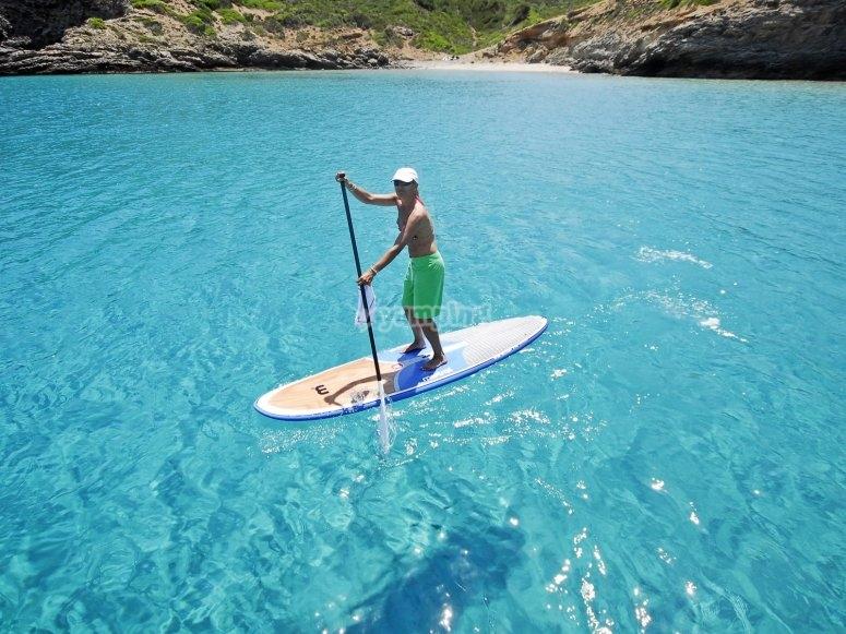 Sobre la tabla de paddle surf