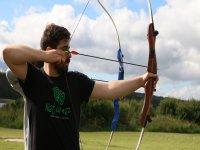 Apuntando la flecha con el arco