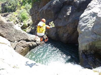 Integral Canyoning Risco Blanco per 5 ore