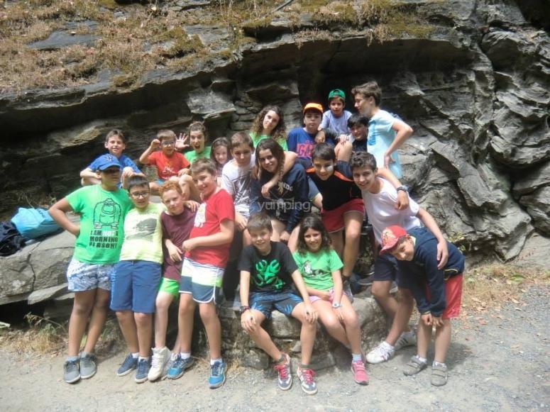 Grupo de participantes campamento multiaventura