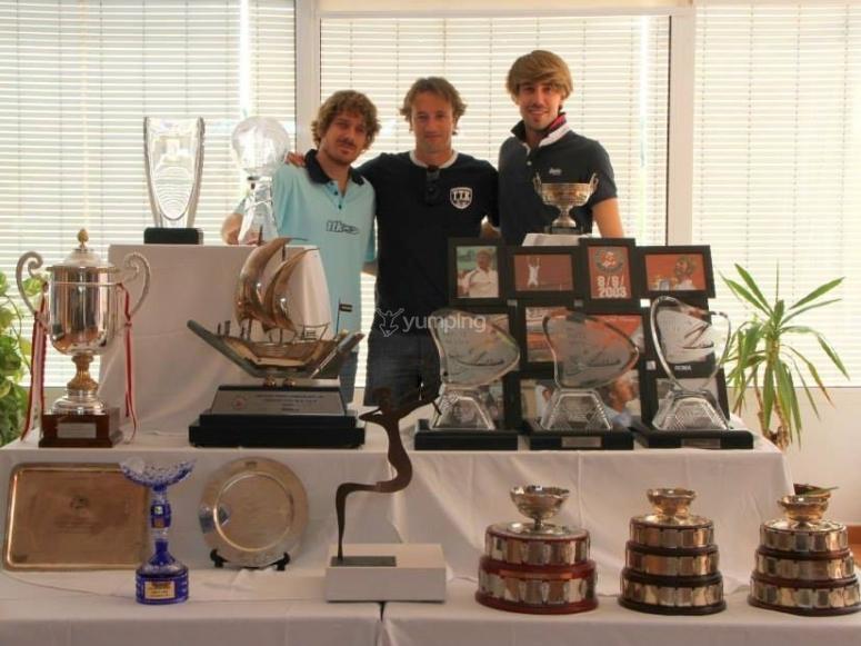 Foto con los trofeos de Ferrero