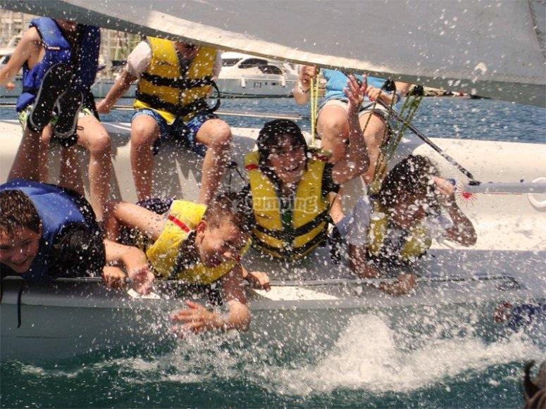 Divertirsi con l'acqua mentre navighiamo