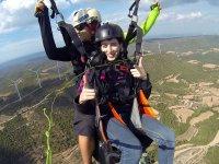 在伊瓜拉达滑翔伞飞行30分钟