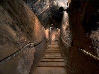 Escalera desde las antiguas bodegas