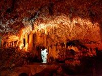 Disfrutando de los detalles de las cuevas