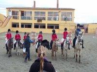 骑马课程中的学生