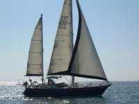 在日落帆船渔船刚登陆