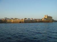Pueblo de Tabarca y sus murallas visto desde el mar.