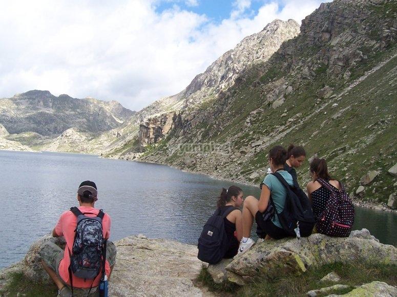Viendo los lagos de los Pirineos