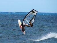 Disfrutando del viento y las olas