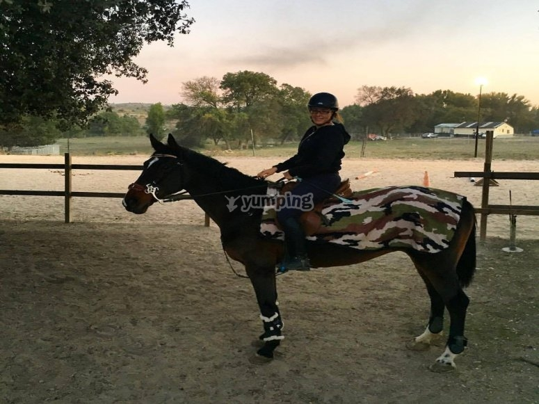 Preparada para ruta a caballo