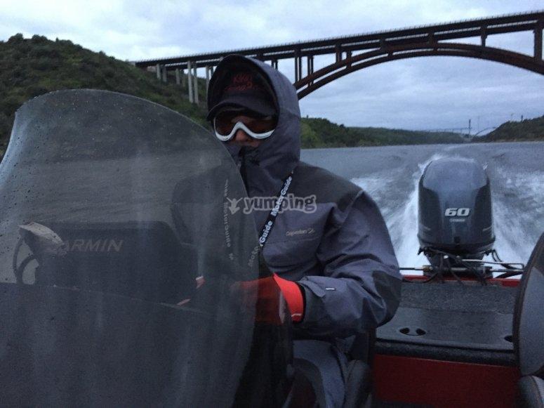 Dirigiendo la embarcacion