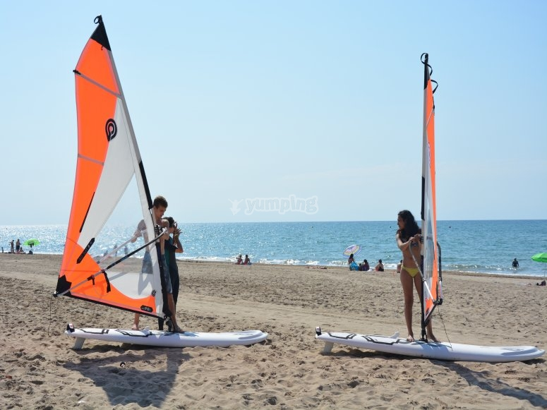 2 persons windsurfing