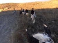 Atravesando los campos a caballo