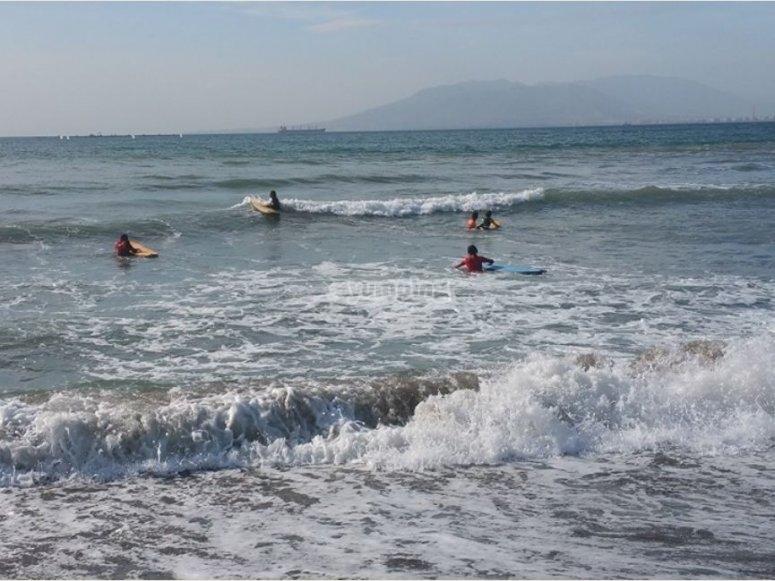 在马拉加学习冲浪