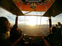 Mirando al sol desde el globo