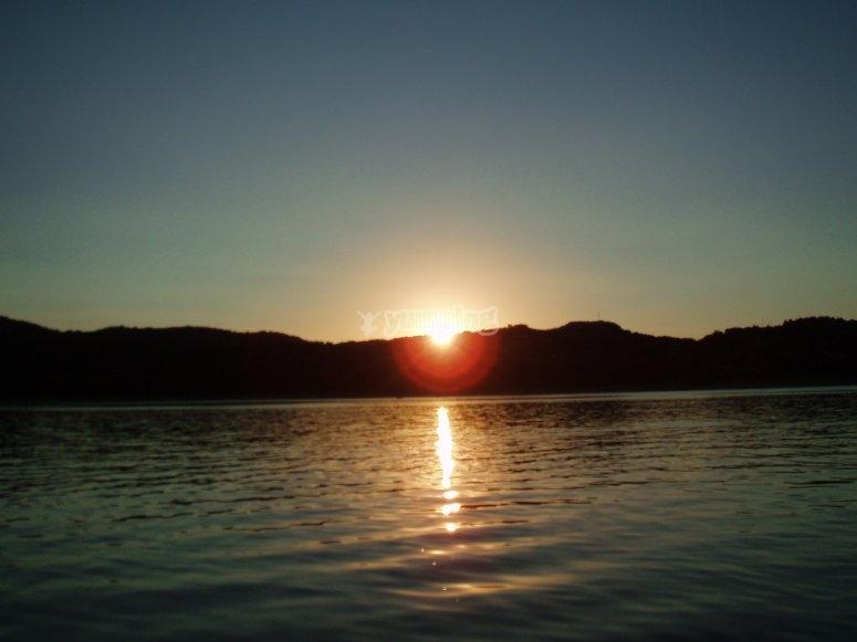日落在比利牛斯池塘