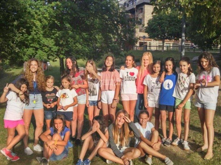 Chicas en el campamento