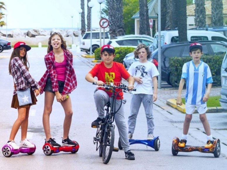 E-bike with hoverboards