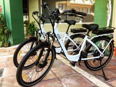 Dar un paseo en bici eléctrica en Sotogrande 1h