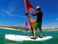 在Tarifa租一个帆板运动设备1小时